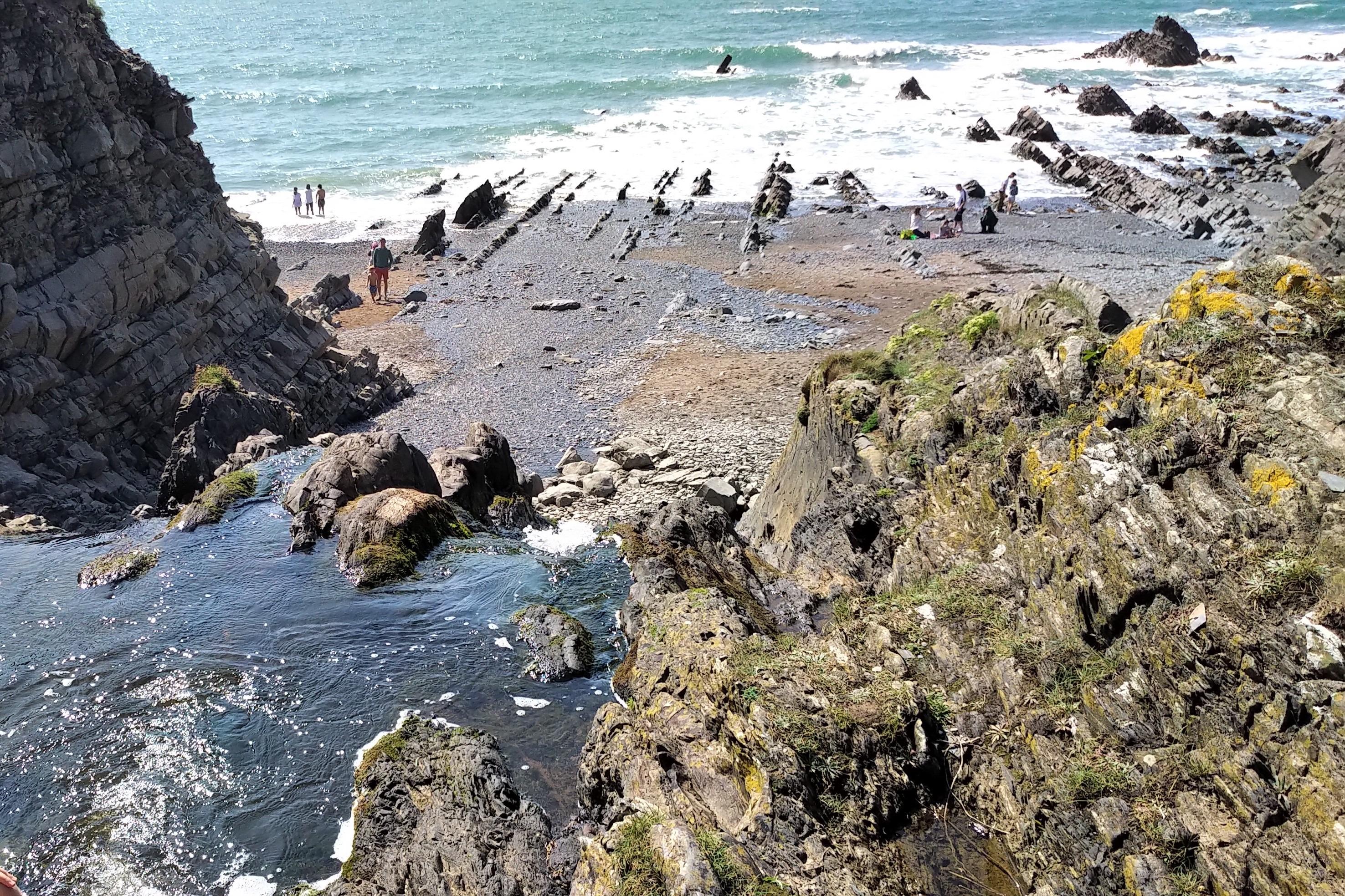イギリスの浜辺 UK sightseeing rocky coastline