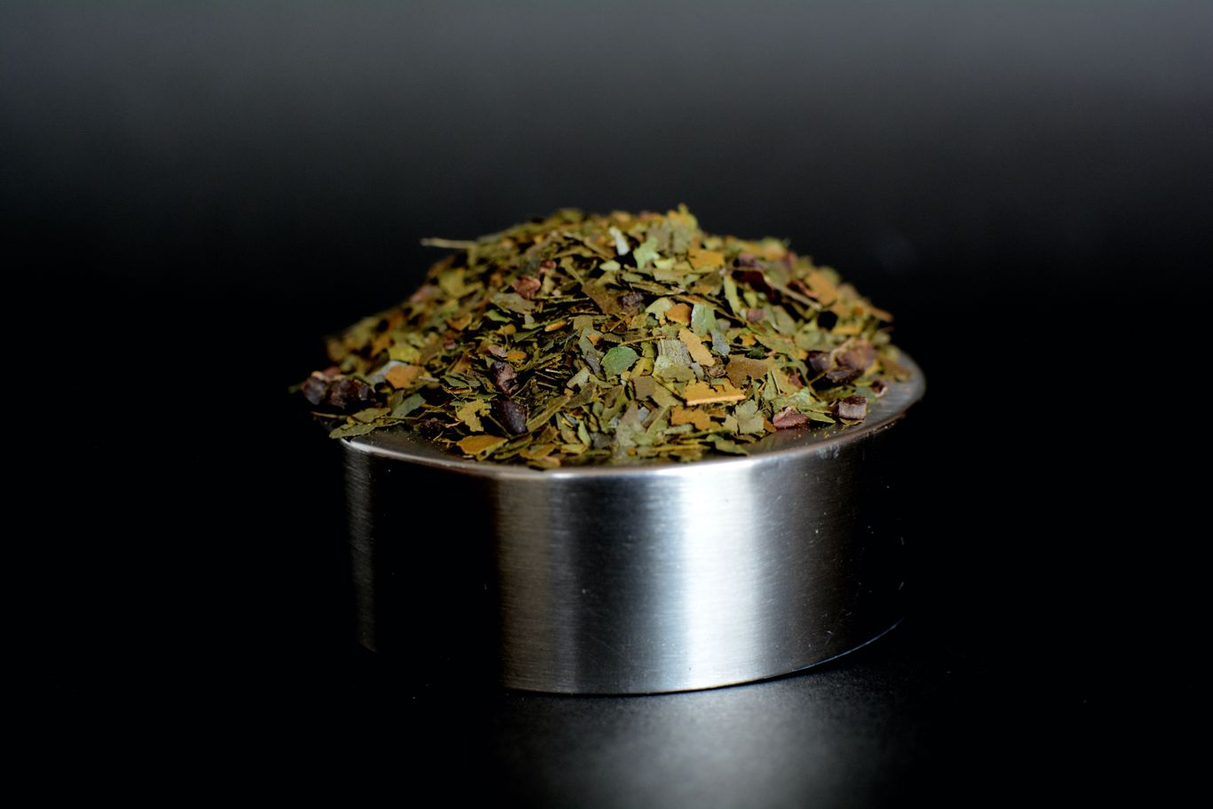 """""""loose leaf blend of guayusa and cacao nibs of the best quality"""""""