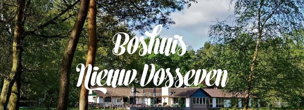 Een foto van het restaurant, met het bos op de achtergrond. Met de tekst 'natuurlijk genieten'.