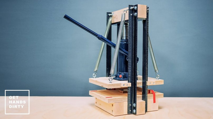 A DIY hydraulic press for paper out of an hydraulic jack